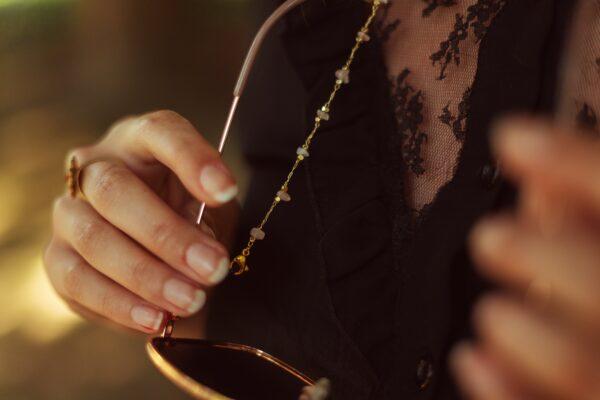 Chaine pour lunettes bijou doré et pierres semi précieuses