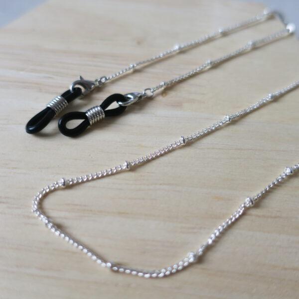 Chaine de lunettes à maille fine argentée. Modèle Petite Ourse