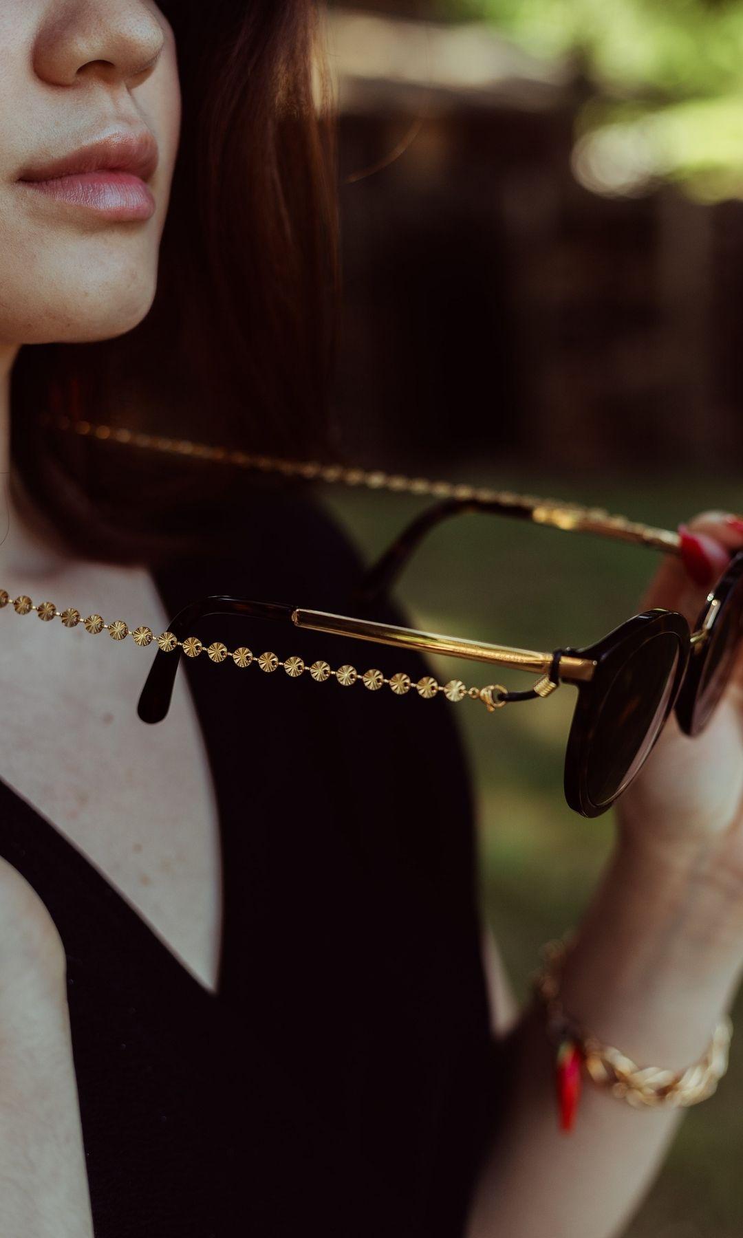 Chaine à lunettes de soleil dorée