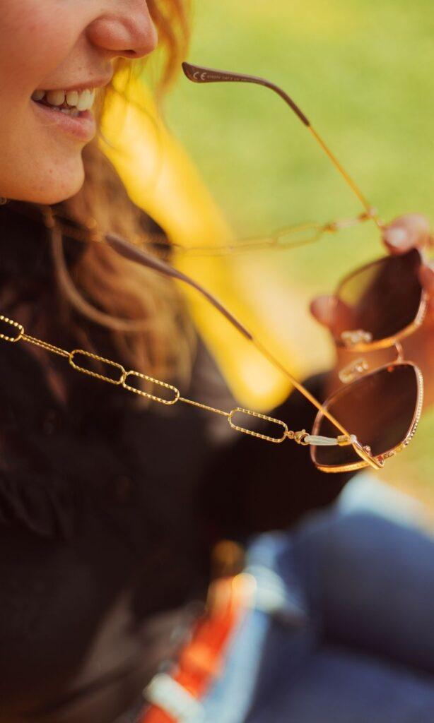 Chaine de lunettes tendance à maille rectangulaire dorée